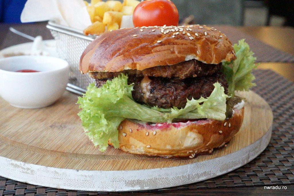 mananca burgeri si pierde in greutate