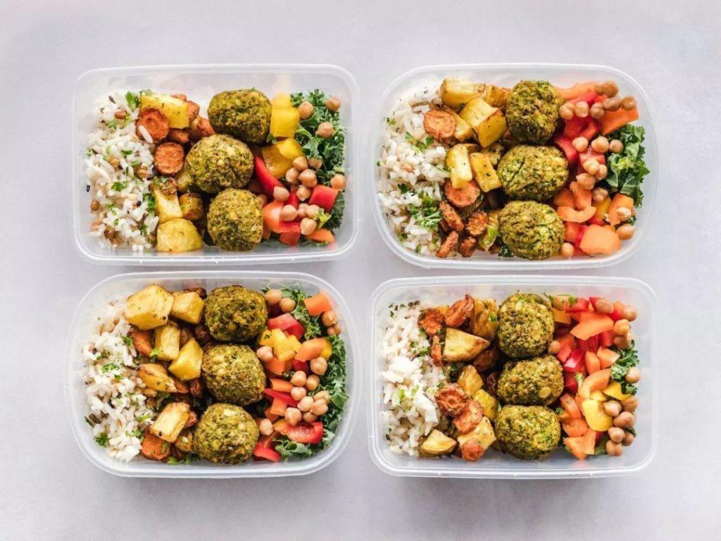 Dieta ketogenică: mănânci grăsimi şi slăbeşti!