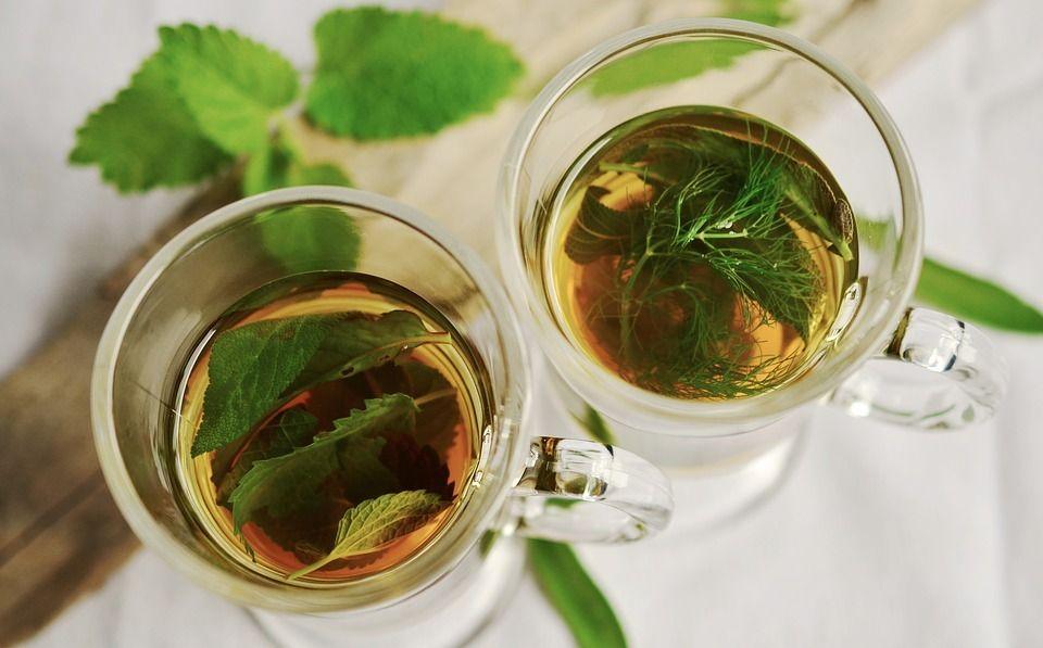 5 băuturi detox pentru slăbit pe care le poţi face acasă