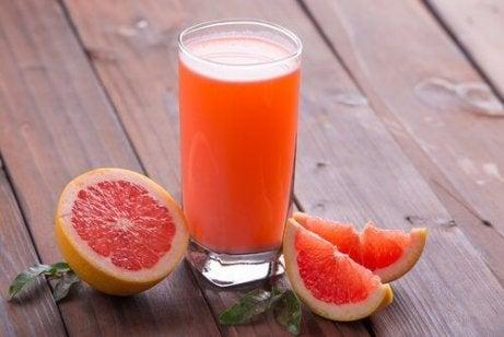 5 băuturi care stimulează pierderea în greutate
