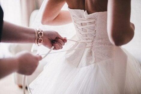 Nu vă jucați cu kilogramele înainte de nunta voastră!