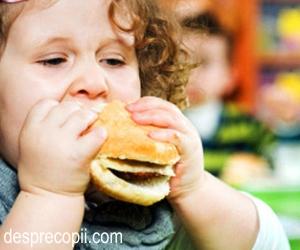 ajutând copilul supraponderal să piardă în greutate)