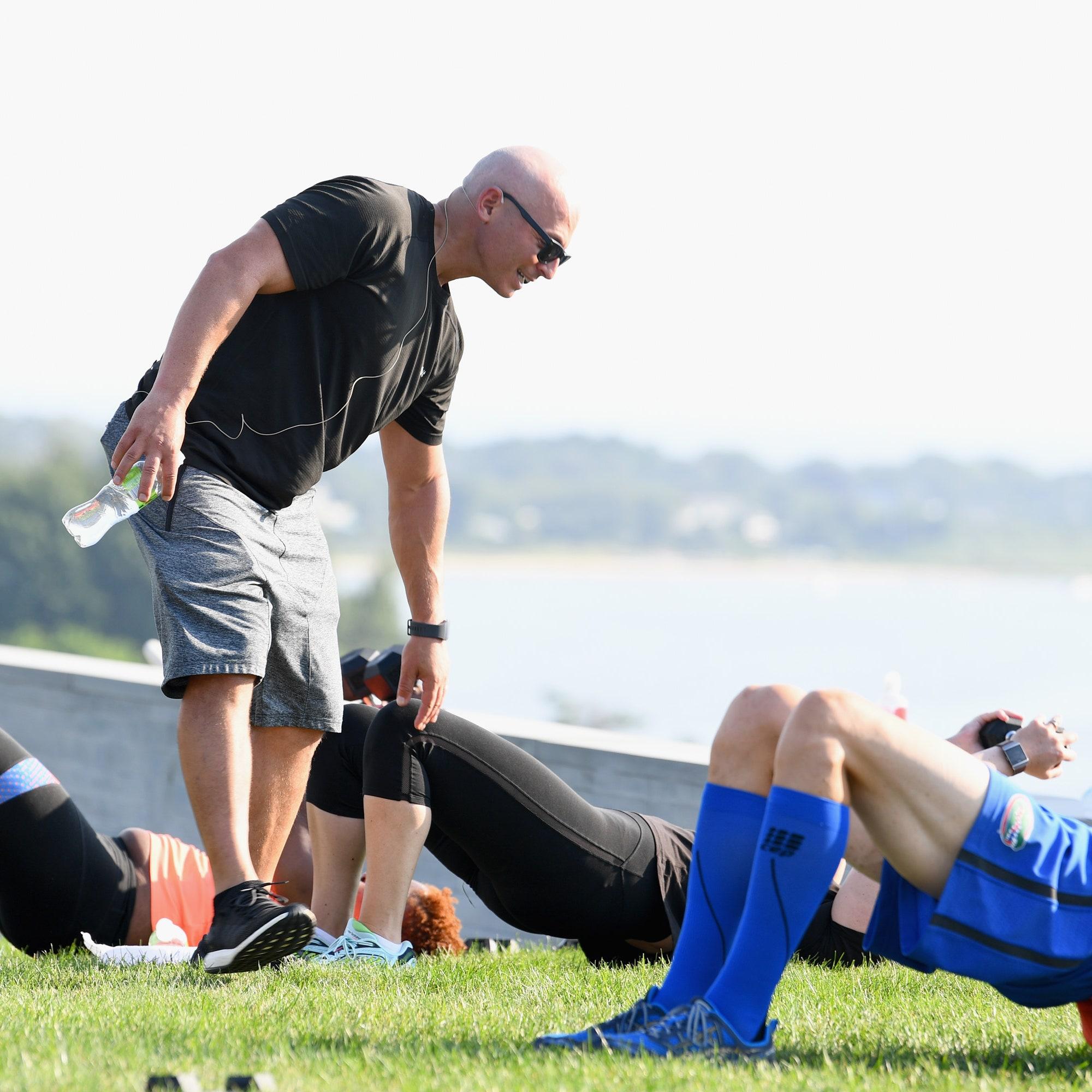 Harley Pasternak despre pierderea greutății în 2017 fără o sală de sport