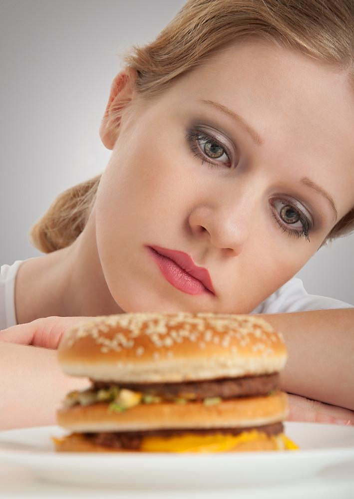pierderea poftei de mâncare cauzând scădere în greutate)